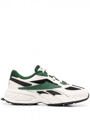 Кроссовки со вставками Reebok. Цвет: зеленый