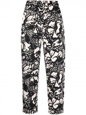 Укороченные брюки прямого кроя с цветочным принтом Tela. Цвет: черный