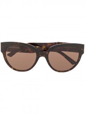 Затемненные солнцезащитные очки черепаховой расцветки Balenciaga Eyewear. Цвет: черный