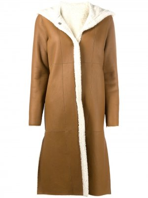 Куртка из овчины с капюшоном Liska. Цвет: коричневый