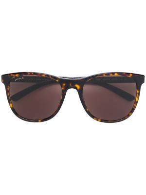 Солнцезащитные очки с квадратной оправой Bulgari. Цвет: коричневый