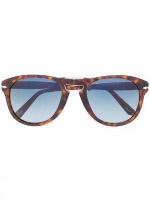 Солнцезащитные очки-авиаторы черепаховой расцветки Persol. Цвет: коричневый
