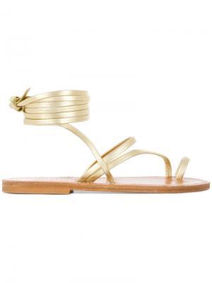 Летние сандалии на плоской подошве с ремешком щиколотке K. Jacques. Цвет: золотистый