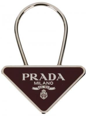 050521f4b639 Брелок для ключей с треугольной подвеской логотипом Prada. Цвет: металлик