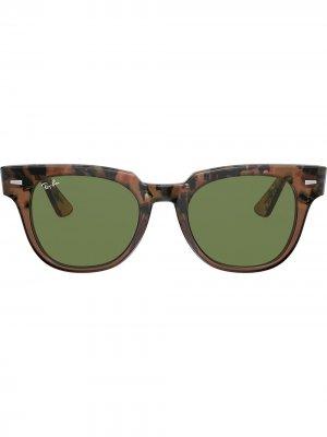 Солнцезащитные очки Meteor в квадратной оправе Ray-Ban. Цвет: коричневый