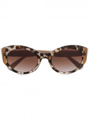 Солнцезащитные очки в оправе кошачий глаз Valentino Eyewear. Цвет: нейтральные цвета