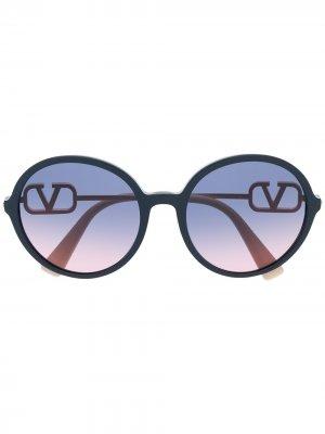Солнцезащитные очки в круглой оправе Valentino Eyewear. Цвет: синий