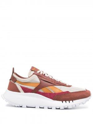 Кроссовки с контрастными вставками Reebok. Цвет: коричневый