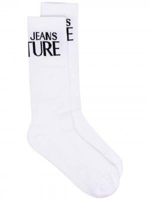 Носки с контрастным логотипом Versace Jeans Couture. Цвет: белый