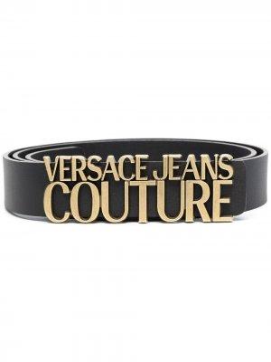 Ремень с логотипом Versace Jeans Couture. Цвет: черный