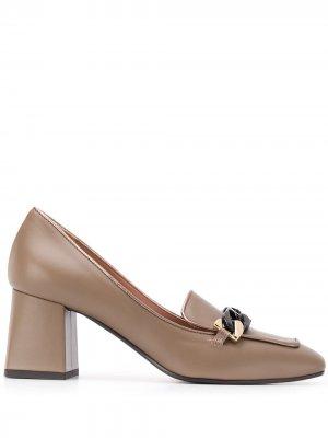 Туфли с цепочкой Pollini. Цвет: коричневый