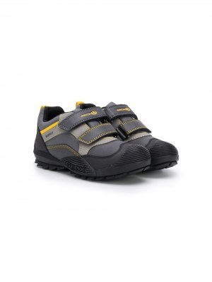 Кроссовки со вставками Geox Kids. Цвет: серый
