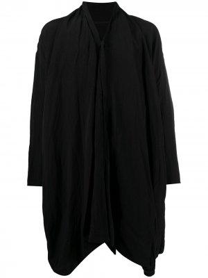 Пальто с V-образным вырезом и жатым эффектом Julius. Цвет: черный