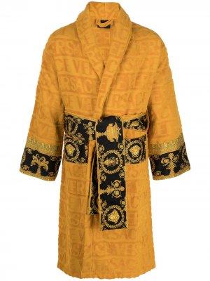 Короткий халат с принтом Barocco и логотипом Versace. Цвет: желтый