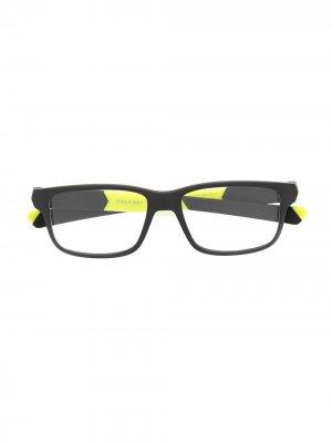 Очки в стиле колор-блок Oakley. Цвет: черный