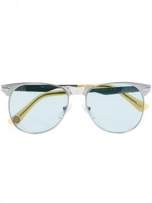 Солнцезащитные очки в круглой оправе Persol. Цвет: серебристый