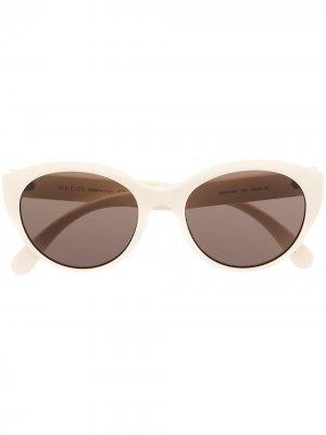 Солнцезащитные очки в овальной оправе Gucci Eyewear. Цвет: белый