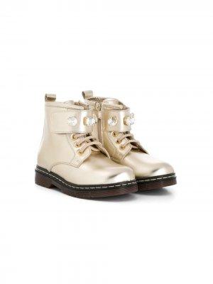 Декорированные ботинки в стиле милитари Monnalisa. Цвет: золотистый