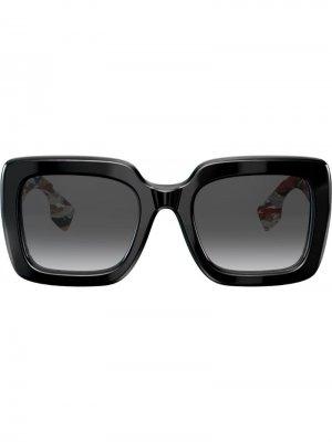Солнцезащитные очки в массивной квадратной оправе Burberry Eyewear. Цвет: черный