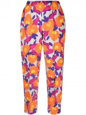 Зауженные брюки с цветочным принтом Issey Miyake. Цвет: оранжевый
