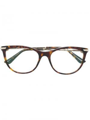 Очки в округлой оправе с черепаховым эффектом Bulgari. Цвет: коричневый
