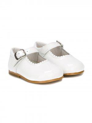 Балетки с зазубренными краями Andanines Shoes. Цвет: белый