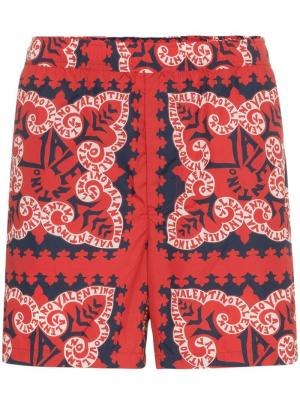 Пляжные шорты с платочным принтом Valentino. Цвет: красный