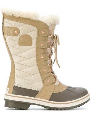 Сапоги на шнуровке Sorel. Цвет: коричневый