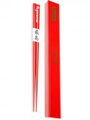 Палочки для еды с логотипом Supreme. Цвет: красный