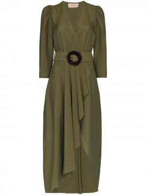 Платье с запахом и поясом Adriana Degreas. Цвет: зеленый