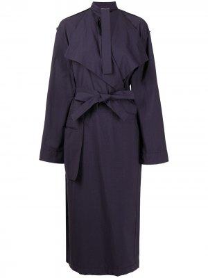 Платье-тренч с запахом Lemaire. Цвет: фиолетовый