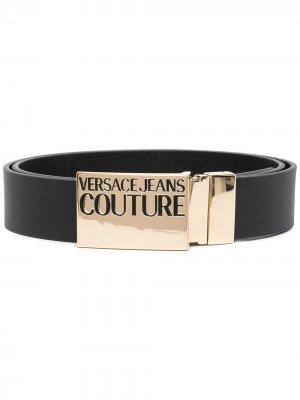 Ремень с тисненым логотипом на пряжке Versace Jeans Couture. Цвет: черный