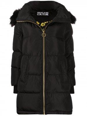 Пуховик с искусственным мехом Versace Jeans Couture. Цвет: черный