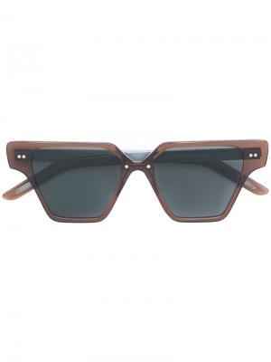 Солнцезащитные очки в футуристической оправе Delirious. Цвет: коричневый