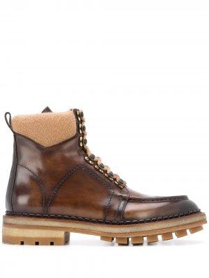 Массивные ботинки на шнуровке Santoni. Цвет: коричневый