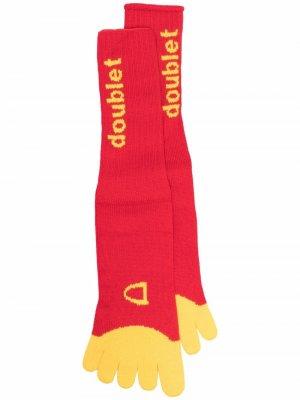 Носки в виде картошки фри Doublet. Цвет: красный