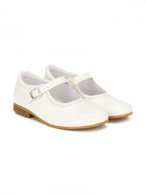 Балетки с волнистой отделкой Andanines Shoes. Цвет: белый