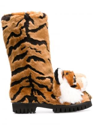 Сапоги с декором в виде тигра Dolce & Gabbana. Цвет: нейтральные цвета