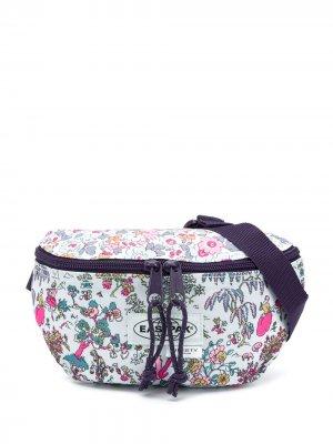 Поясная сумка Liberty с цветочным принтом Eastpak. Цвет: белый
