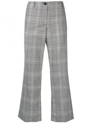 Укороченные расклешенные брюки в клетку Aalto. Цвет: серый