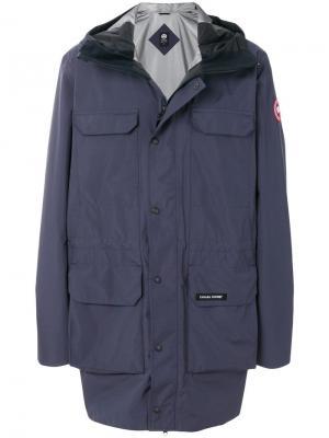 Водоотталкивающая куртка с капюшоном Canada Goose. Цвет: синий