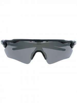 Солнцезащитные очки в массивной оправе с затемненными линзами Oakley. Цвет: черный