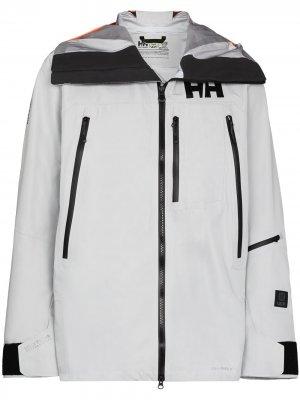 Куртка с капюшоном и логотипом Helly Hansen. Цвет: серый