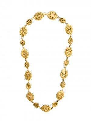 Ожерелье с медальонами логотипом Chanel Pre-Owned. Цвет: золотистый
