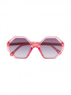 Солнцезащитные очки Willow в шестиугольной оправе Chloé Kids. Цвет: розовый