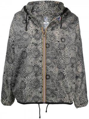 Куртка с капюшоном и графичным принтом 10 CORSO COMO. Цвет: серый