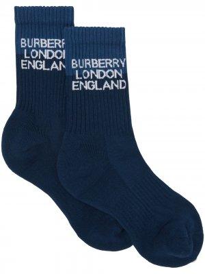Носки вязки интарсия с логотипом Burberry. Цвет: синий