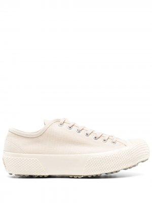 Кроссовки на массивной подошве Superga. Цвет: белый