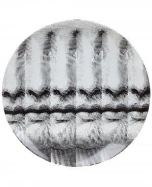 Тарелка с принтом Fornasetti. Цвет: белый