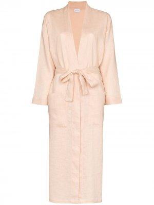 Длинный халат Pour Les Femmes. Цвет: розовый